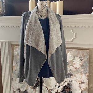 HOLLISTER SHERPA OPEN FRONT CARDIGAN Size M/L